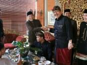 Wakil Gubernur Bali Tjokorda Oka Artha Ardhana Sukawati (Cok Ace) menerima rombongan budayawan dan seniman Betawi di kediamannya Puri Agung Saren, Ubud, Gianyar, Minggu (23/12/2018) - foto: Istimewa