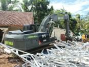 Prajurit Yonzipur 9 Kostrad dipimpin langsung oleh Danyonzipur 9 Kostrad Kembali membersihkan puing-puing bangunan akuibat terjangan Tsunami yang menimpa Banten dan Lampung, Rabu (26/12/2018) - foto: Istimewa