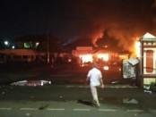 Perusakan di Mapolsek Ciracas oleh sekelompok orang tak dikenal - foto: Istimewa