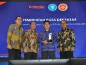Pemkot Denpasar meraih penghargaan Pengembangan Teknologi dari IT Works - foto: Istimewa