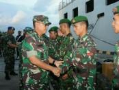 Asops Kasdam IX/Udayana, Kolonel Inf Yana Bahtiar Mediana mewakili Pangdam Mayjen TNI Benny Susianto menerima kedatangan pasukan Pelabuhan Benoa Denpasar, Minggu (2/11/2018) - foto: Istimewa
