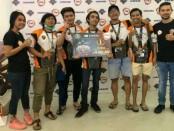 Gede Wirakusuma (paling kanan) bersama tim Secret E-Sport yang berhasil menjadi juara I Mobile Legend Tournament Season 3 - foto: Ari Wulandari/Koranjuri.com