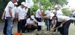 400 Bibit Pohon Hijaukan Areal Pura Luhur Pakendungan Tanah Lot