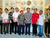 Seniman Bali yang tergabung dalam Komunitas Kertas Padi berkolaborasi dengan seniman asal Tiongkok menggelar pameran seni lukis 'rice paper' panting, di Sudakara Art Space, Sudamala Suits & Villas, Sanur, Denpasar, Bali - foto: Koranjuri.com