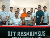 Subdit Cyber Crime Ditreskrimsus Polda Metro Jaya melakukan penangkapan terhadap pelaku kasus tindak pidana penipuan - foto: Bob/Koranjuri.com
