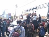 Demo ratusan warga Desa Wadas, Bener, di depan Kantor Bupati Purworejo, Kamis (10/1). Mereka menolak, Desa Wadas dijadikan wilayah Quary dalam proyek nasional Bendungan Bener - foto: Sujono/Koranjuri.com
