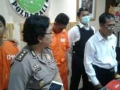 2 pengedar narkoba yang diamankan tim Direktorat Reserse Narkoba Polda Bali pada Sabtu, 19 Januari 2019. Keduanya sempat membuat kamuflase dengan menyimpan narkoba di tempat yang mustahil untuk terdeteksi - foto: Istimewa