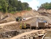 Lokasi penambangan batu andesit (galian C) PT. SBP di wilayah Bapangsari, Bagelen, Purworejo - foto: Sujono/Koranjuri.com