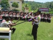 Suasana pelantikan Penegak Bantara SMK Kesehatan Purworejo, Sabtu (23/2), di lapangan Ngaglik, Desa Bulus, Gebang, Purworejo - foto: Sujono/Koranjuri.com