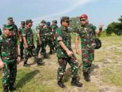 Panglima TNI Marsekal TNI Hadi Tjahjanto meninjau aset TNI yang ada di wilayah Jawa Timur - foto: Istimewa