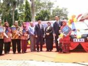 Semua pemenang undian berfoto bersama Bupati Purworejo Agus Bastian, Wabup Yuli Hastuti, dan Pemimpin Bank Jateng Cabang Purworejo, Yulistyawan S.Hartanto - foto: Sujono/Koranjuri.com