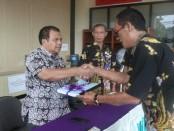 Serah terima memori jabatan, dari Tri Joko Pranoto (Menot), pada Sekda Said Romadhon, Kamis (31/1/2019) - foto: Sujono/Koranjuri.com