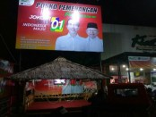Posko KSK yang didirikan oleh pengusaha otomotif asal Klaten, Jawa Tengah H. Sukiat. Bengkel Kiat Motor juga menjadi perjalanan mobil SMK yang digagas Jokowi ketika jadi walikota Solo - foto: Koranjuri.com
