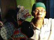Suhu Yos Samar, ahli matematik metafisik dari Purworejo - foto: Sujono/Koranjuri.com