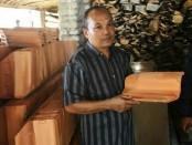 Suroto Pengrajin dan pengusaha genting asal Godean Kabupaten Sleman Yogyakarta - foto: Istimewa