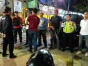 Polsek Cengkareng Polres Metro Jakarta Barat kembali menggerebek Kampung Ambon, Senin (4/3/2019) - foto: Bob/Koranjuri.com