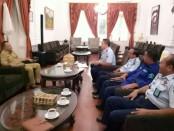 Karutan Purworejo, Lukman Agung Widodo, saat melakukan audensi dengan Bupati Purworejo Agus Bastian, Senin (11/3), di rumah dinas bupati - foto: Sujono/Koranjuri.com