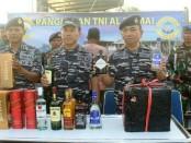 Ribuan botol miras ilegal diselundupkan ke Indonesia melalui laut. Upaya itu gagal, setelah TNI AL menyergap Speedboat yang memuat miras ilegal yang diperkirakan nilainya mencapai Rp 5,9 miliar - foto: Istimewa