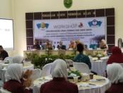 Workshop Perlindungan Anak Korban dan Anak Saksi yang digelar oleh Ikatan Hakim Indonesia (Ikahi) Pengadilan Negeri (PN) Purworejo bersama Komisi Nasional Perlindungan Anak (Komnas PA) Kabupaten Purworejo, di Aula PN Purworejo, Senin (1/4) - foto: Sujono/Koranjuri.com