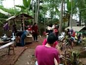 Setiap Sabtu dan Minggu, pada Minggu pertama setiap bulannya, digelar tradisi Jawa kuno yang disebut Pasar Mbathok - foto: Djoko Judiantoro/Koranjuri.com