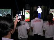 Suasana Kampanye Hologram Jokowi-Ma'ruf di GOR WR Supratman, Purworejo, Kamis malam (11/4) - foto: Sujono/Koranjuri.com