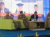 Tiga pembicara, Prof. Dr. Mahmutarom, SH, M.Hum, Rektor Universitas Wahid Hasyim, Semarang, Luhur Pambudi, ST, MM, Ketua DPRD Purworejo, dan Drs. Sigit Budi Mulyono, MM, Kepala Dinas Kominfo Purworejo, jadi narasumber dalam Kuliah Umum Dies Natalis Akper Pemkab Purworejo ke 17, Senin (22/4) - foto: Sujono/Koranjuri.com