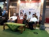 Keterangan foto: Mantan Ibu negara Sinta Nuriah Wahid bersama Wakil Walikota Solo.H.Poernomo dan para tokoh bangsa dalam acara buka bersama di PP Al.Muayyad, Solo./foto: /koranjuri