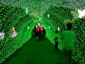 'Terowongan Cahaya' yang menjadi salah satu desain utama dalam event Nusa Dua Light Festival 2019 di Pulau Peninsula, Nusa Dua - foto: Koranjuri.com