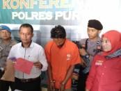 YE (38), warga Borokulon, Banyuurip, Purworejo, ditangkap polisi karena memperkosa nenek-nenek tetangganya sendiri - foto: Sujono/Koranjuri.com
