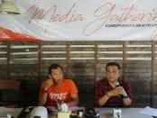 Komisioner KPU John Gede Darmawan (kiri) bersama Ketua KPU Bali Dewa Agung Gede Lidartawan menggelar keterangan pers di Rumah Makan Be Pasih Renon, Jumat, 17 Mei 2019 - foto: Istimewa
