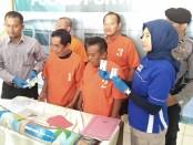 Empat warga Desa Krandegan, Bayan, Purworejo, yang ditangkap karena bermain judi remi - foto: Sujono/Koranjuri.com