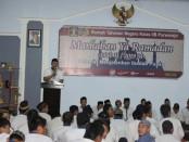 Kepala Rutan Purworejo, Lukman Agung Widodo, saat memberi arahan dalam kegiatan Buka Bersama, Sabtu (25/5/2019) - foto: Sujono/Koranjuri.com