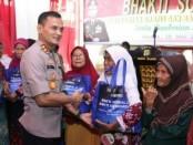 Muspika Kecamatan Cakung bersama tiga pilar menggelar kegiatan Bakti Sosial - foto: Istimewa