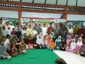 Keteramgan foto: Ratusan anak yatim menerima santunan dari NU Care Pasar Kliwon Solo ./ Foto: koranjuri.com