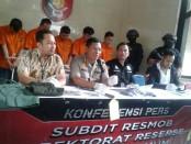 Subdit 3 Resmob Dit Reskrimum Polda Metro Jaya berhasil mengungkap kasus pencurian sepeda motor dengan modus mengaku anggota TNI - foto: Bob/Koranjuri.com