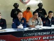 Kabid Humas Polda Metro Jaya Kombes Pol Argo Yuwono menggelar keterangan pers dalam kasus penangkapan sopir taksi online Gocar bernama Aris Suhandini - foto: Bob/Koranjuri.com