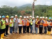 Gubernur Bali Wayan Koster bersama rombongan dan pelaksana proyek Pembangunan Jalan Baru Batas Kota Singaraja-Mengwitani, Jumat, 7 Juni 2019 - foto: Istimewa