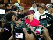 Gubernur Bali Wayan Koster usai menggelar keterangan pers Pesta Kesenian Bali (PKB) Ke-41 di Gedung Wiswa Sabha, Kantor Gubernur Bali, Senin (10/6/2019) - foto: Koranjuri.com