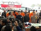 Direktorat Tindak Pidana Narkoba Bareskrim Polri mengungkap sindikat pengedar sabu asal Malaysia pada Selasa (4/6/2019). Polisi mengamankan barang bukti seberat 37 kilogram sabu-sabu yang dibungkus dalam kemasan teh China - foto: Bob/Koranjuri.com
