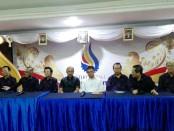 Konferensi pers perubahan bentuk STIKOM Bali menjadi Institut Teknologi dan Bisnis (ITB) STIKOM Bali yang dihadiri Sekjen Kemenristek Dikti Prof. Ainun Na'im, Ph.D, M.B.A. dan pengurus ITB STIKOM Bali - foto: Koranjuri.com