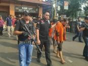 Pelaku perusakan dan penjarahan mobil Brimob di Slipi, Jakarta Barat, saat kerusuhan 22 Mei 2019 ditangkap Tim Gabungan Polres Metro JakartaBarat - foto: Istimewa