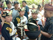 Persiapan Sanggar Tabuh Batel Wayang saat akan mengikuti lomba gender dalam Pesta Kesenian Bali (PKB) XLI di Kalangan Ratna Kanda, Taman Budaya Bali, Denpasar, Minggu (23/6/2019) - foto: Istimewa