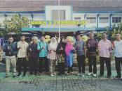 Enam siswa SMK N 1 Purworejo, yang diterima kuliah di Akademi Komunitas Toyota Indonesia (AKTI), didampingi orang tua masing-masing dan Endang Isnaeni (Koordinator BK) - foto: Sujono/Koranjuri.com