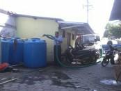 Tangki air bersih milik PDAM Purworejo, saat melakukan droping air ke sejumlah wilayah di Purworejo yang mengalami kesulitan air bersih karena kekeringan - foto: Sujono/Koranjuri.com