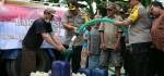 Bantu Kekeringan, Polres Purworejo Droping Air Bersih