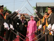 Upacara pedang pora untuk 20 anggota Polres Kebumen yang memasuki masa pensiun, Rabu (4/7) - foto: Sujono/Koranjuri.com