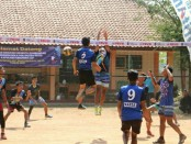 Lomba Voli tingkat SMA Polres Kebumen, dalam rangka memeriahkan HUT Bhayangkara ke 73 - foto: Sujono/Koranjuri.com