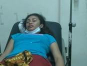 Wenti Zacharias (21) korban KDRT yang diduga dilakukan oleh suaminya sendiri saat mendapatkan perawatan medis - foto: Isak Doris Faot/Koranjuri.com