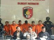 Resmob Polda Metro Jaya menangkap penipu kelompok Sindrap dengan modus via telepon dengan menirukan suara orang lain - foto: Bob/Koranjuri.com