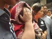 Komedian Tri Retno Prayudati alias Nunung bersama suami Jan Sambiran resmi ditahan Subdit Narkoba Polda Metro Jaya setelah terbukti memiliki dan mengonsumsi narkoba jenis sabu - foto: Bob/Koranjuri.com